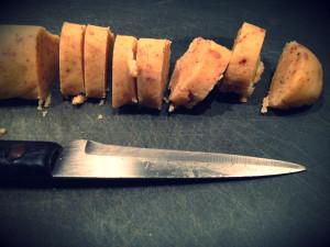 Découpe du boudin de pâte pour sablés.