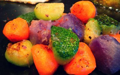Oeuf au plat et billes de légumes