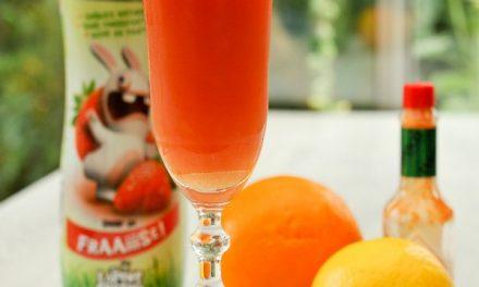 Cocktail sirop de fraise et agrumes sans alcool