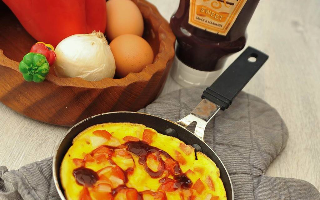 Petite omelette aux poivrons rouges et oignons doux sauce Heinz Barbecue