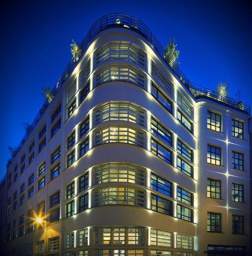 cocktail-facade-hotel