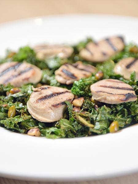 Salade tiède de chou kalle et boudin blanc grillé