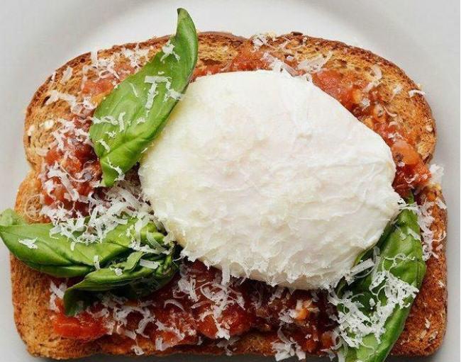 Tartine tomates oeuf poché