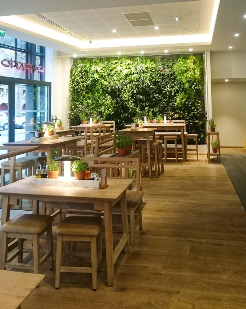 Vapiano, restaurant avec mur végétal