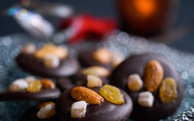 Mendiants chocolat, amande, gingembre confit, orange confite et raisin sec
