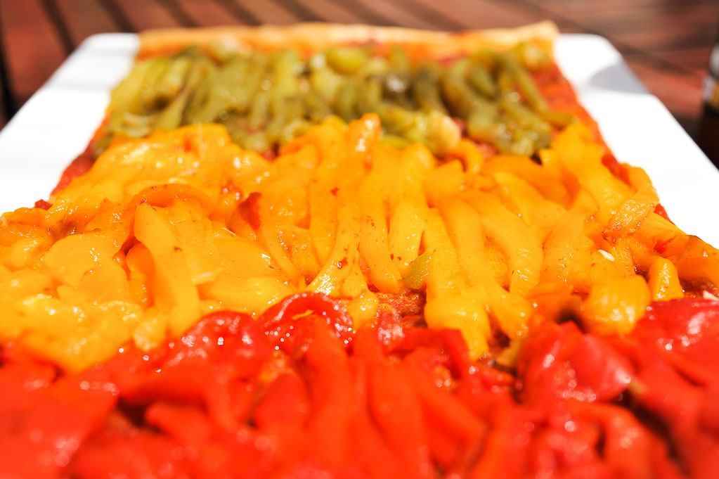 Pizza aux 3 poivrons et sauce arabiata