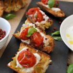 Bruschetta tomates cerise rôties au miel et stacciatella