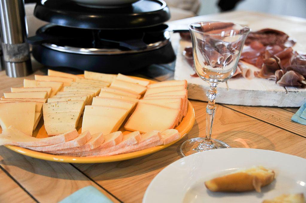 et une raclette riche monts pour la 5 une recettes simples et faciles de framboize. Black Bedroom Furniture Sets. Home Design Ideas