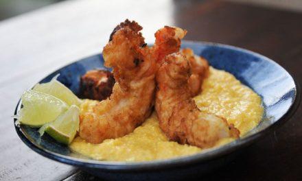 Crevettes panées et purée de maïs