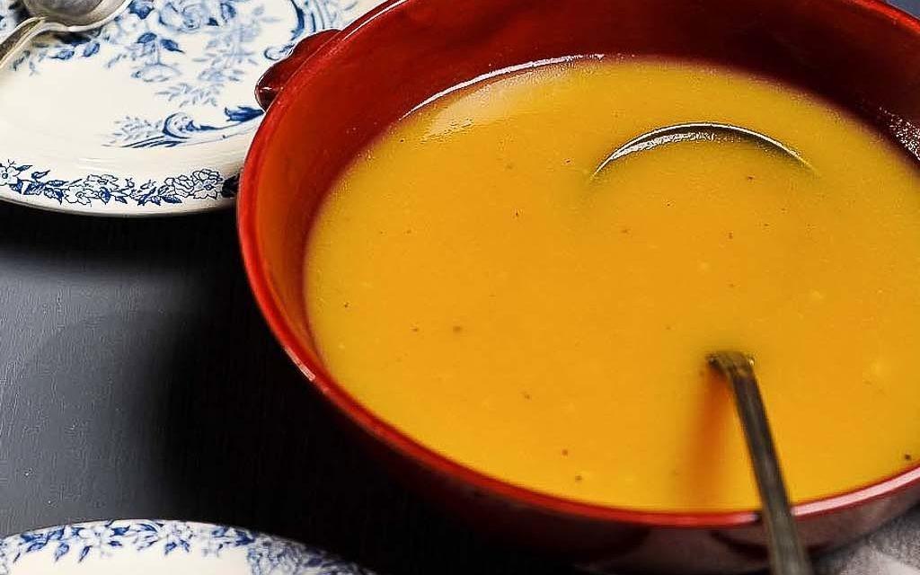 Soupe épicée à la courge butternut & au beurre d'arachide
