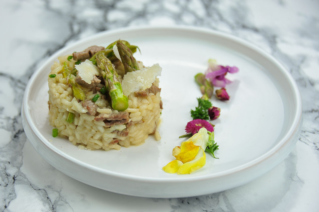 Recette de risotto d'agneau aux asperges vertes et parmesan