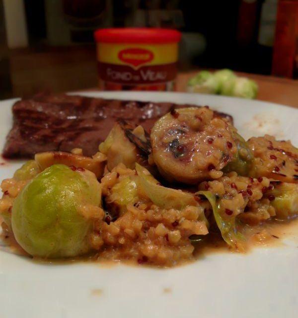 Poêlée de choux de Bruxelles et quinoa cuit dans la sauce au fond de veau Maggi®