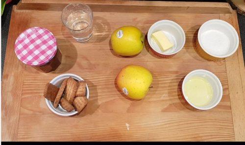 ingrédients tarte aux pommes dans bocal