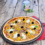 Pizza : maïs, thon, mozzarella et olives noires