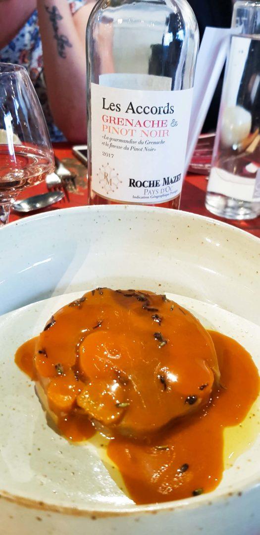 Carottes d'hier et d'aujourd'hui cuites dans une concentration d'eau de pommes de terre et lavande fraîche, avec Les Accords Grenache & Pinot noir