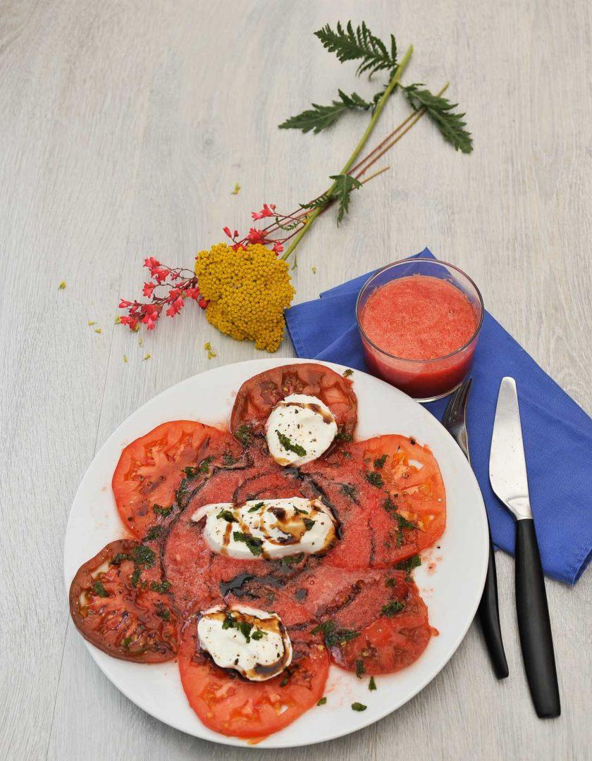 carpaccio de tomates coeur de boeuf, mozzarella casa azzurra, smoothie de pasteque