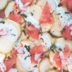 Salade de courgette et saumon en carpaccio sauce au yahourt grec