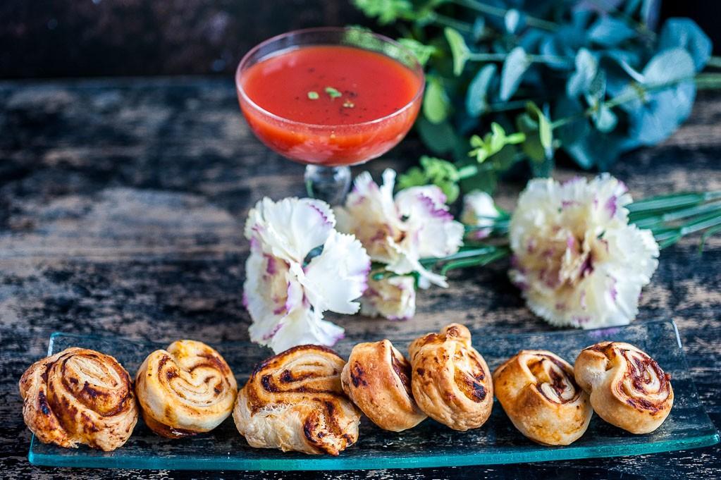 feuilletés sauce tomate et pesto pour l'apéro