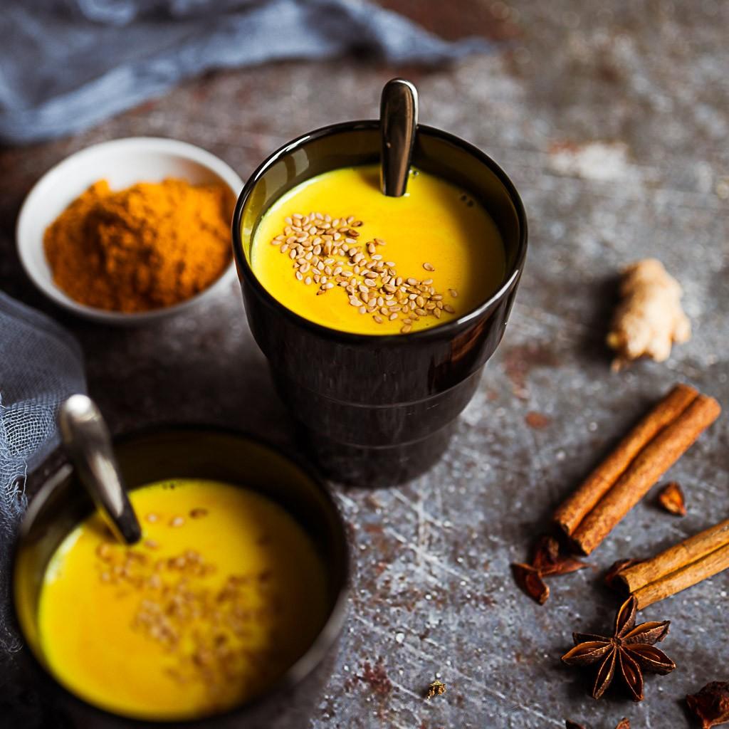 recette de la délicieuse golden latte boisson lait d'or au curcuma