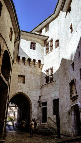 entrée chateau des ducs de savoie chambéry