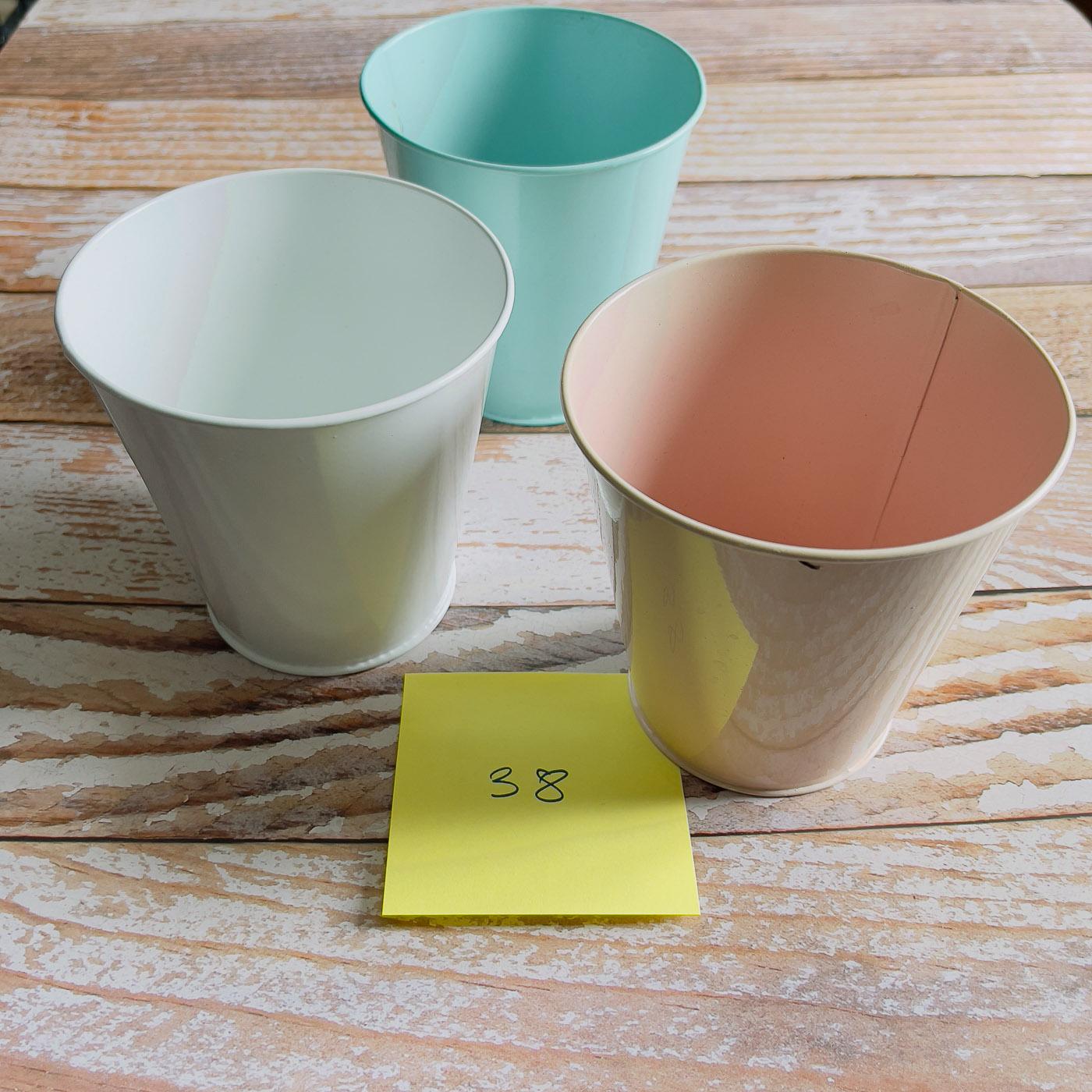 petits pots métal pastels trois couleurs