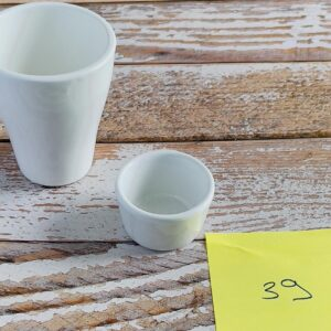 tasse et petits pots ceramique blanche